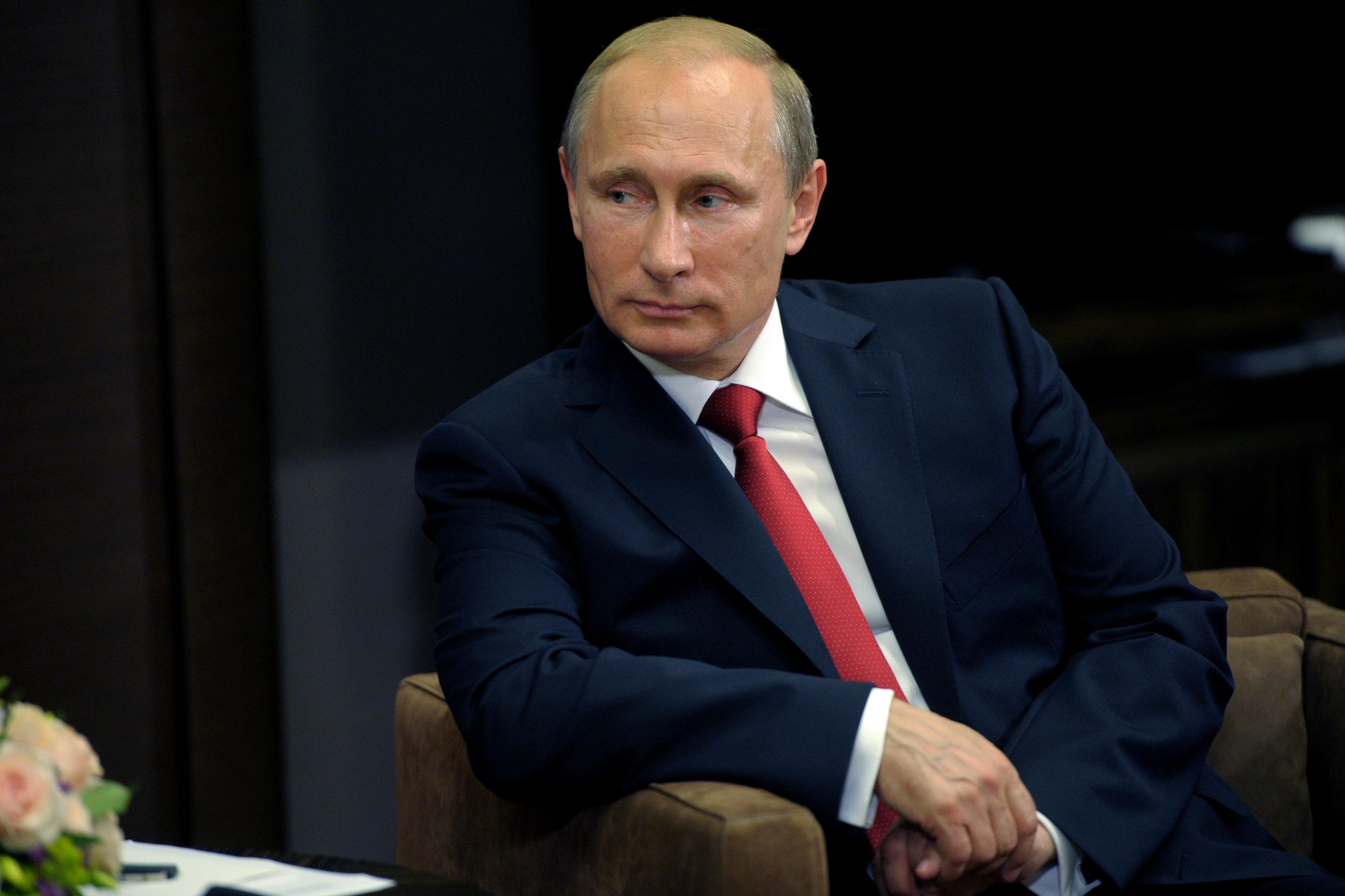 Путин достойно ответил на слова Клинтон, сравнившей его с Гитлером
